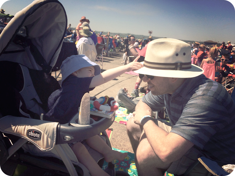 baby-and-daddy-at-airshow