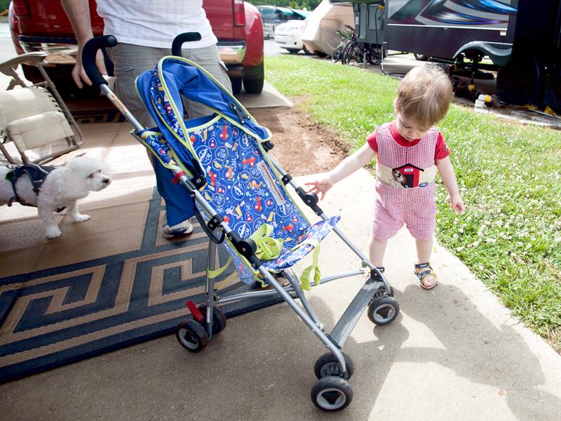 baby-pushing-stroller