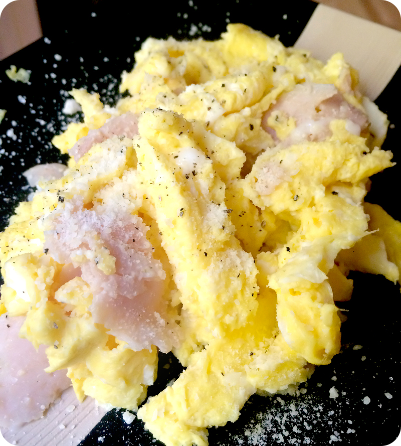 scrambled-egg-omelet-with-ham