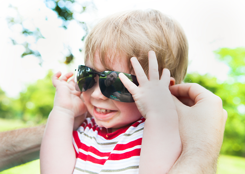 toddler-wearing-sunglasses