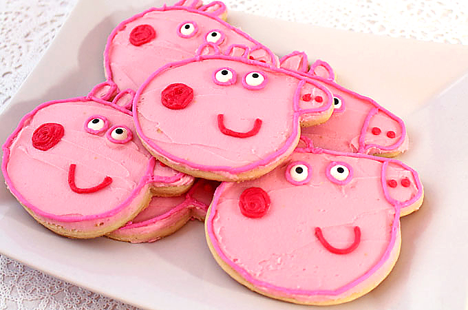 Easy, zero stress ideas for a DIY Peppa Pig party. Lots of ideas for food and snacks here!