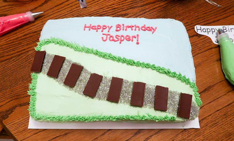 How to decorate a train sheet cake