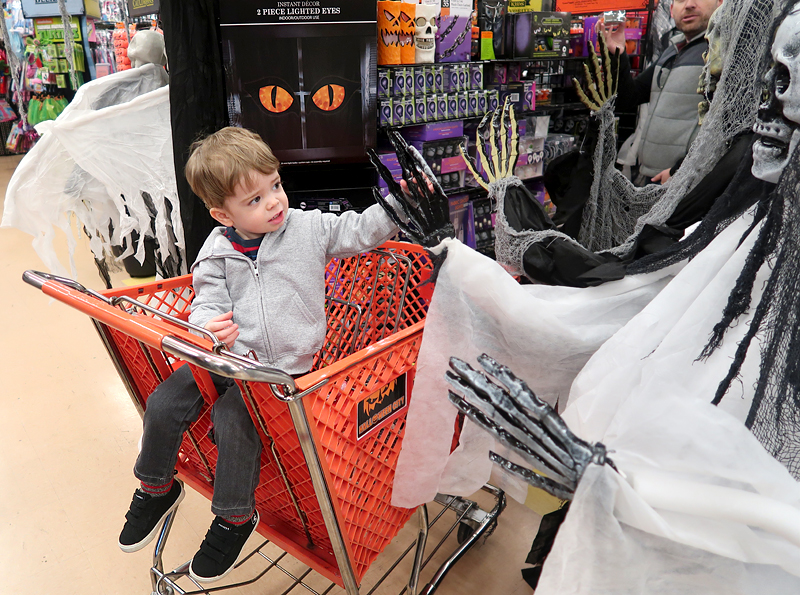 jasper-shopping-at-halloween-city-3