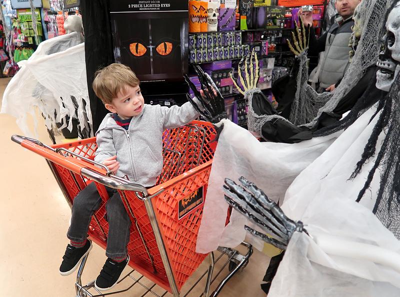 jasper-shopping-at-halloween-city-3