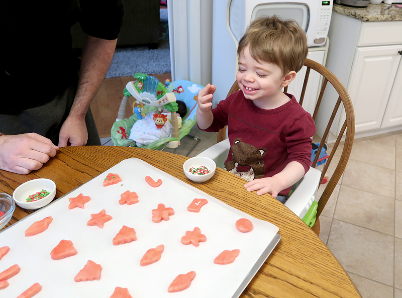 christmas-cookie-decorating-with-toddlers-04