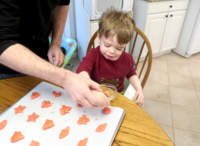 christmas-cookie-decorating-with-toddlers-05