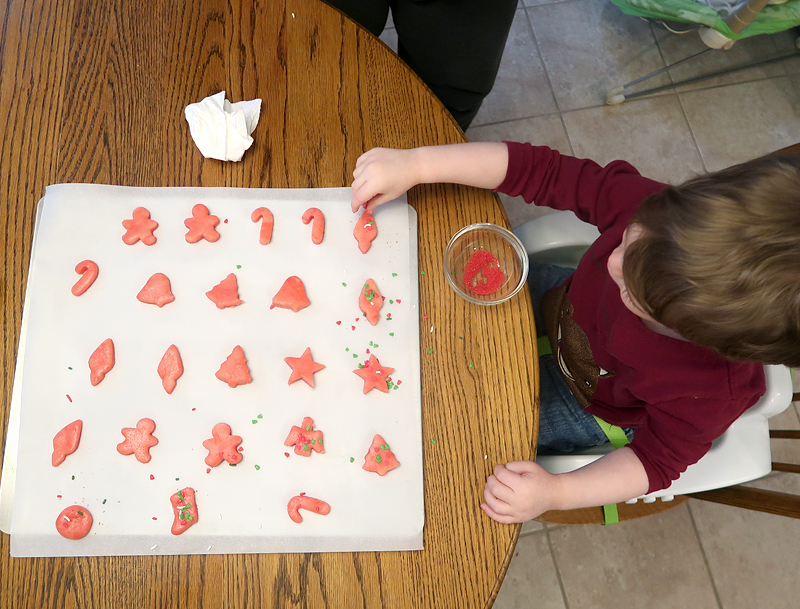 christmas-cookie-decorating-with-toddlers-06