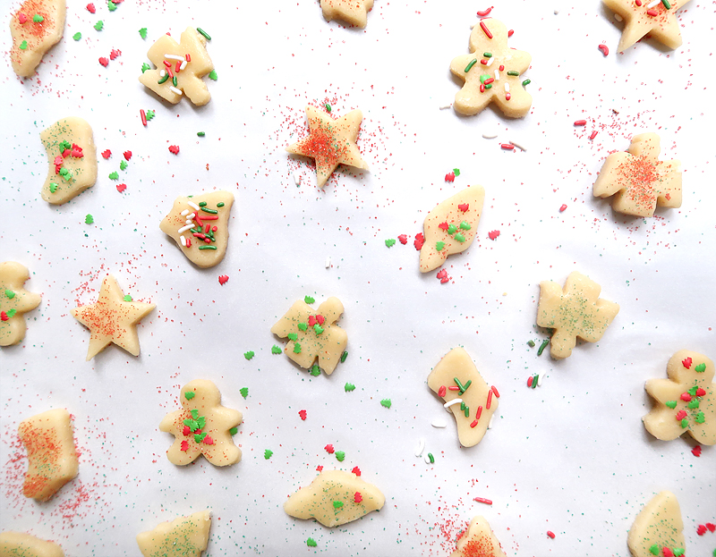 christmas-cookie-decorating-with-toddlers-09