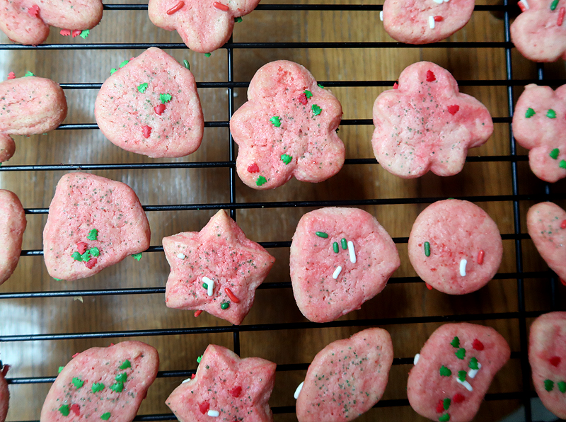 christmas-cookie-decorating-with-toddlers-10