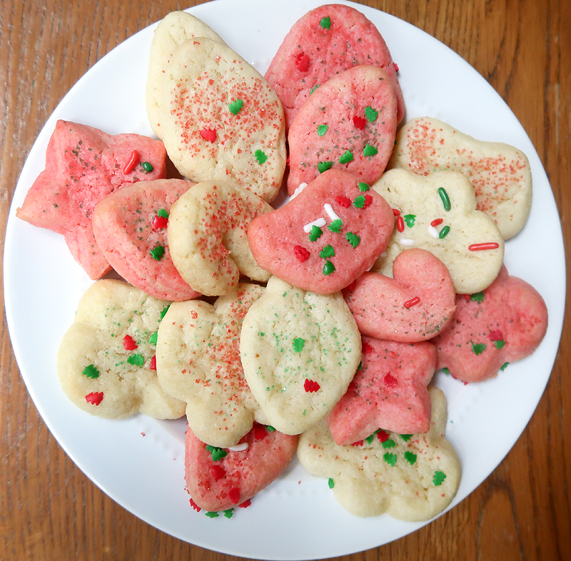 christmas-cookie-decorating-with-toddlers-14