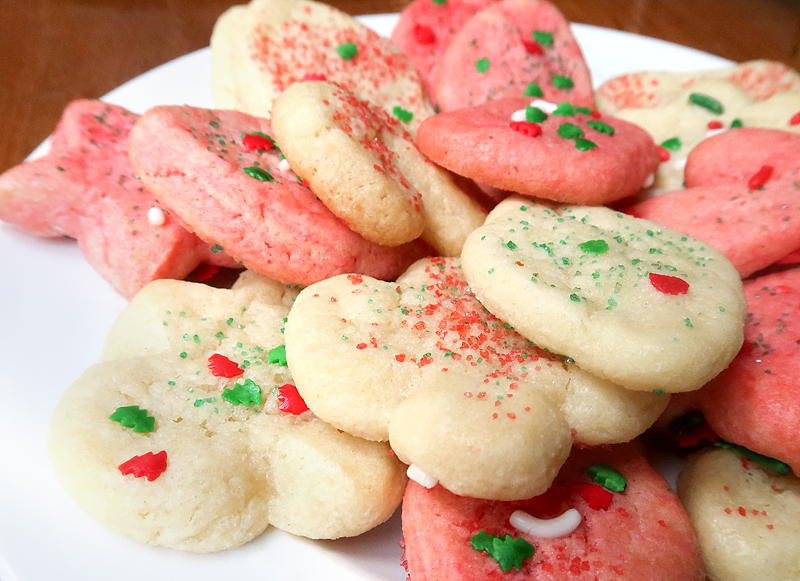 christmas-cookie-decorating-with-toddlers-16
