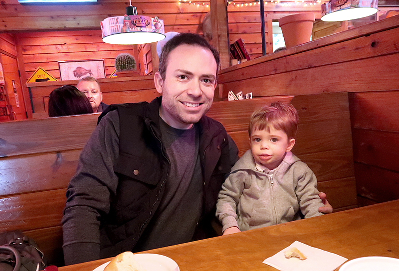 texas-roadhouse-matt-and-jasper-01