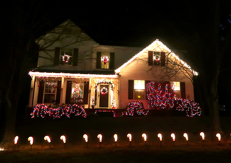 christmas-lights-on-house-03