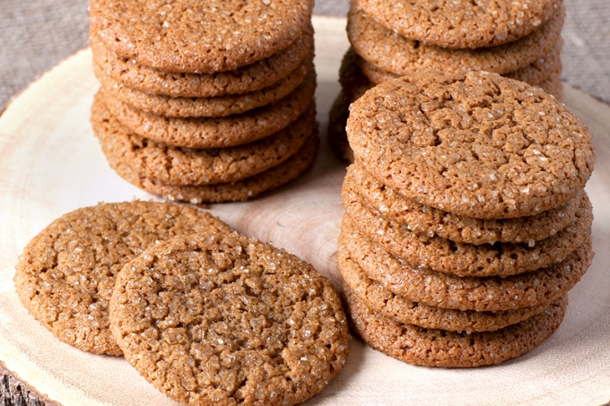 Chewy Old-Fashioned Molasses Cookies