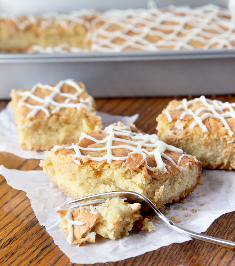 "Vanilla cookie bars for the ULTIMATE ""vanilla person"". These bars start with a nilla wafer crust that gets topped with a soft blondie layer. Then they get chunks of Golden Oreos and a vanilla drizzle. Yum!"