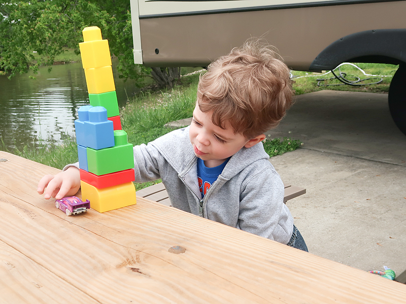 caney-creek-campground-jasper-playing-with-blocks-02