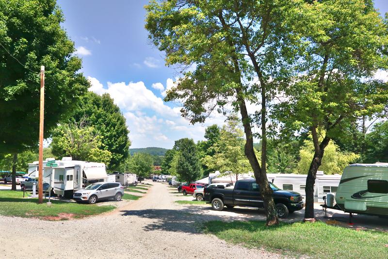 yogi-bear-jellystone-park-campground-mammoth-cave-ky-review-04