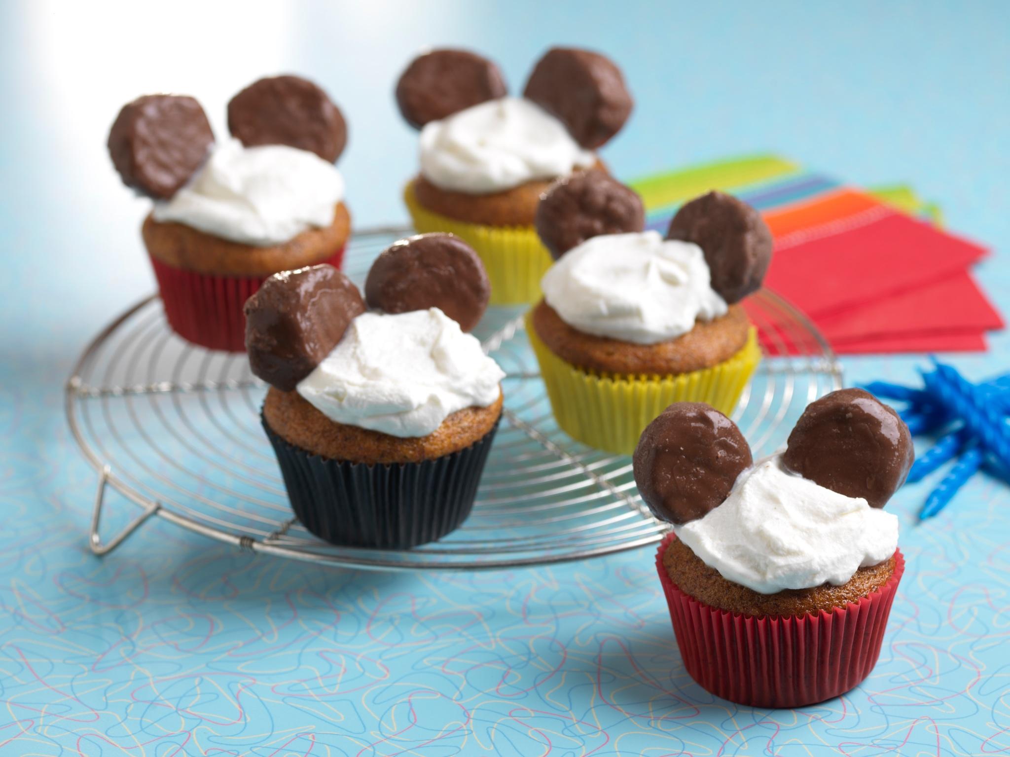 coco-nana-birthday-cupcakes