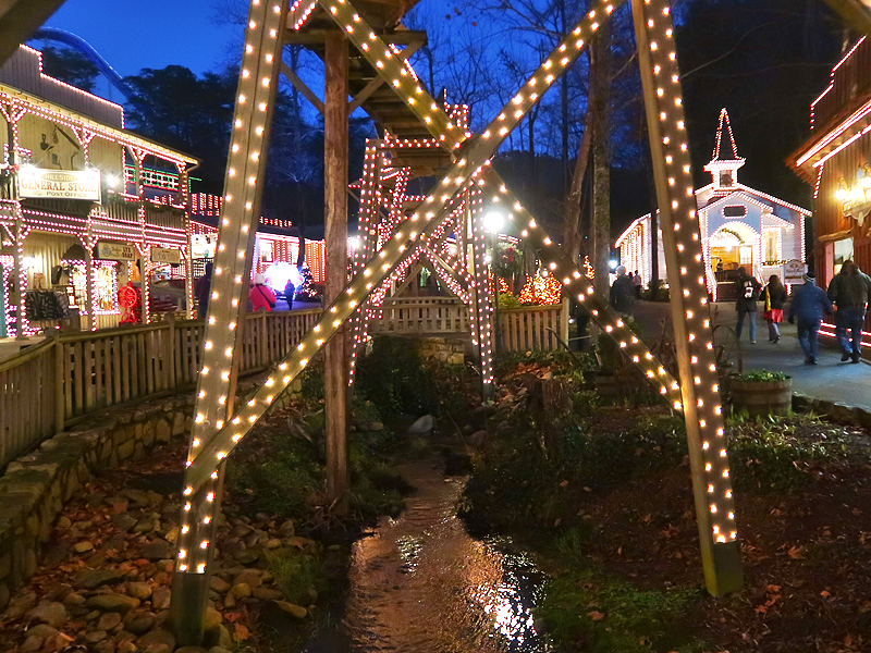 Tips for Visiting Dollywood During Christmas