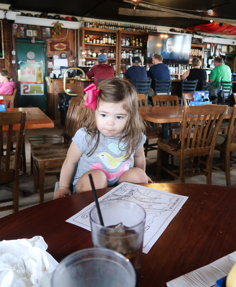 Yorktown Pub Review and playing in the sand at the river!