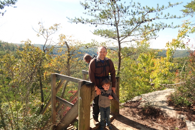 Hiking the Twin Arches Loop Trail in Big South Fork