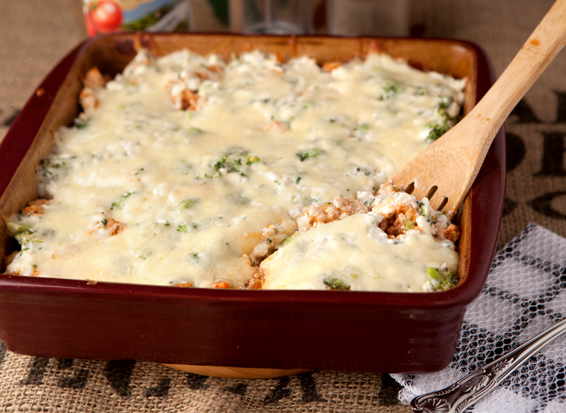 Looking for a pasta substitute for your favorite lasagna dish during a low carb diet? This delicious yet simple spaghetti squash lasagna bake keeps the carbs low and the flavor and protein high!