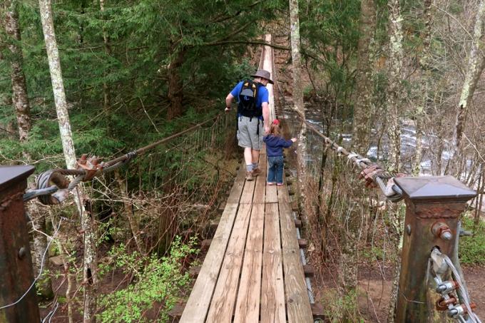Hiking to Fall Creek Falls