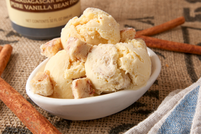 Homemade Cinnamon Roll Ice Cream
