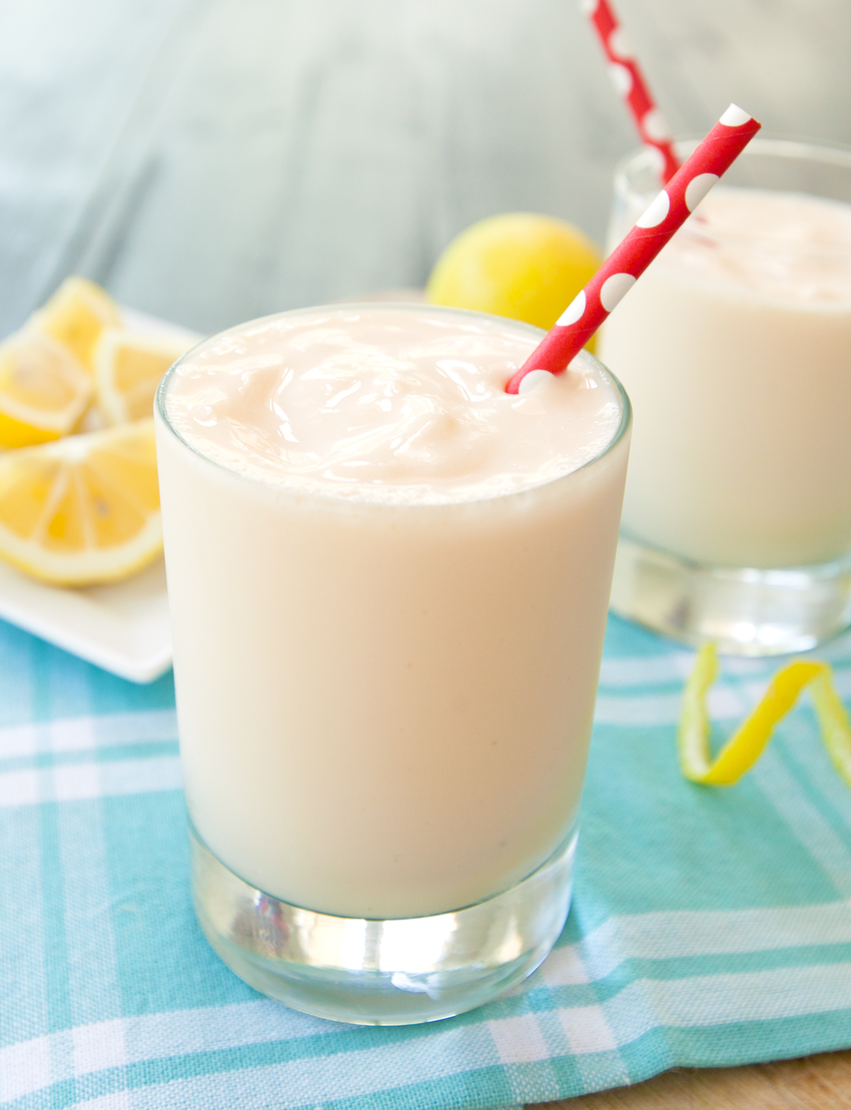 a single glass of frosted lemonade
