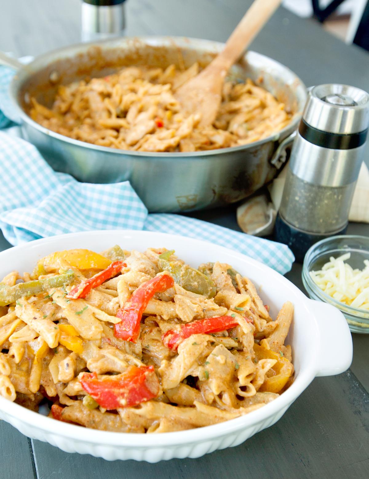 chicken fajita pasta in a serving dish
