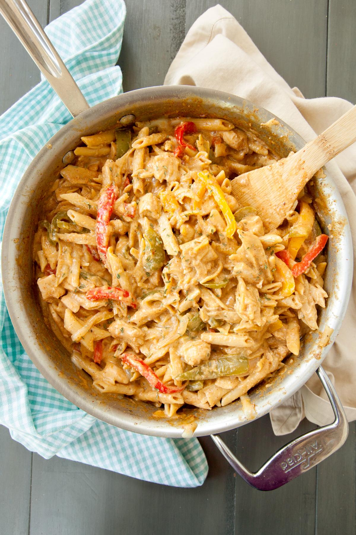overhead of chicken fajita pasta in the pan